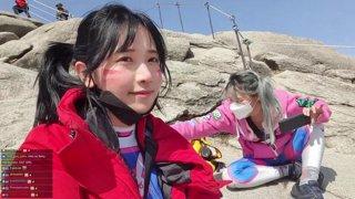 DVa climbing a mountain