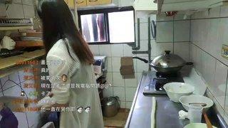 精華片段:【夜雨】週六廚娘台!夜市地瓜球 / 做完關台