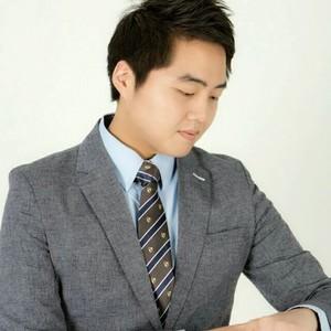 김영일 Logo