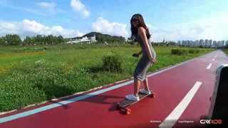 VOD - 2019/7/23 - S3E278 - Yun's First Time Skateboarding
