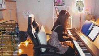 이 트수들은 유료로 피아노를 쳐줍니다!